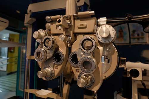 Equipo para control de visión en Óptica Santa Otilia