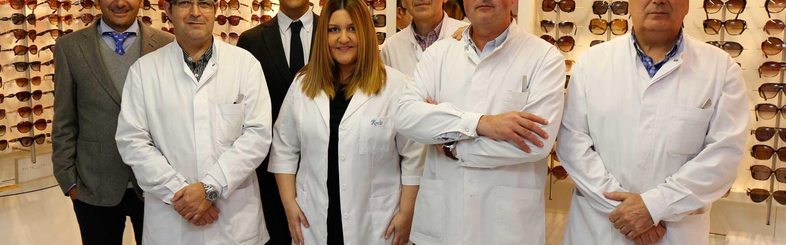 Equipo Humano de Óptica Santa Otilia, en Huelva.